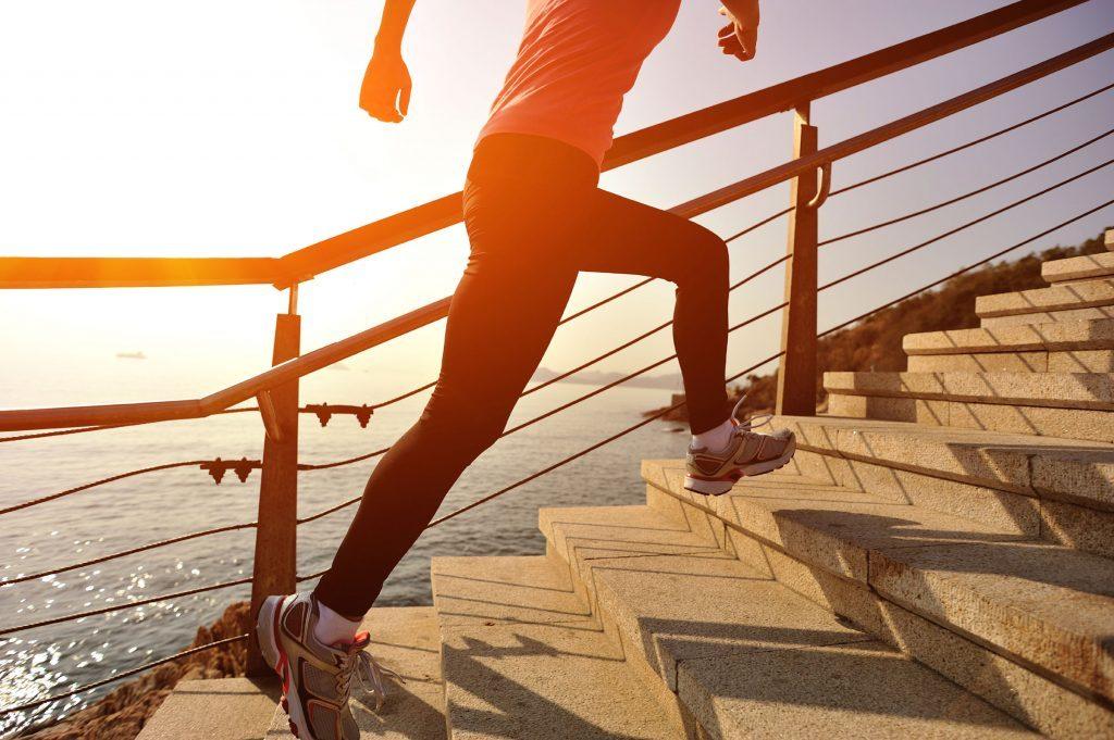 Après un excès de sucre, marcher ou monter l'escalier aide à diminuer le sucre dans le sang.