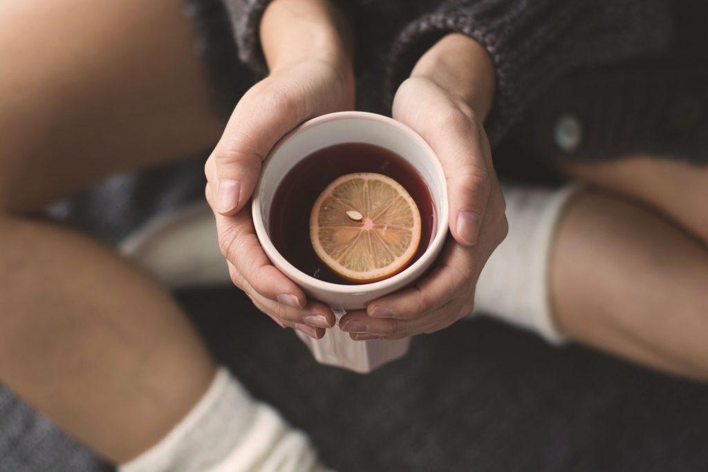 Le thé au citron permet d'éliminer l'excès de sucre dans le sang.