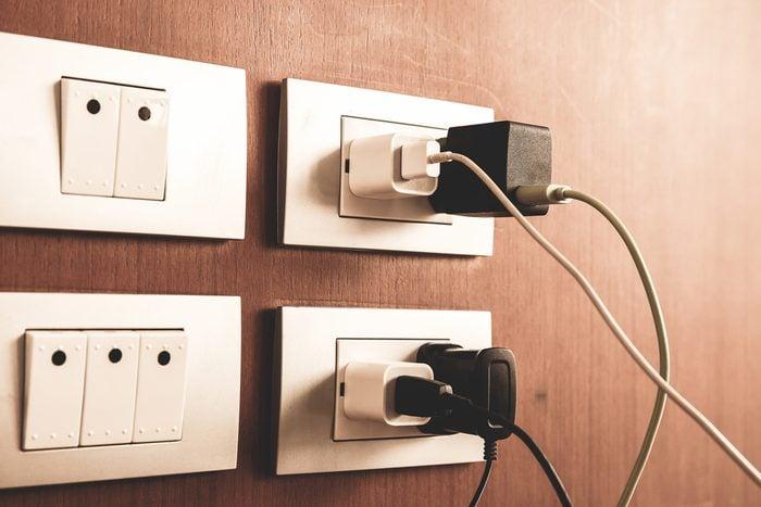 Débranchez vos appareils pour économiser.