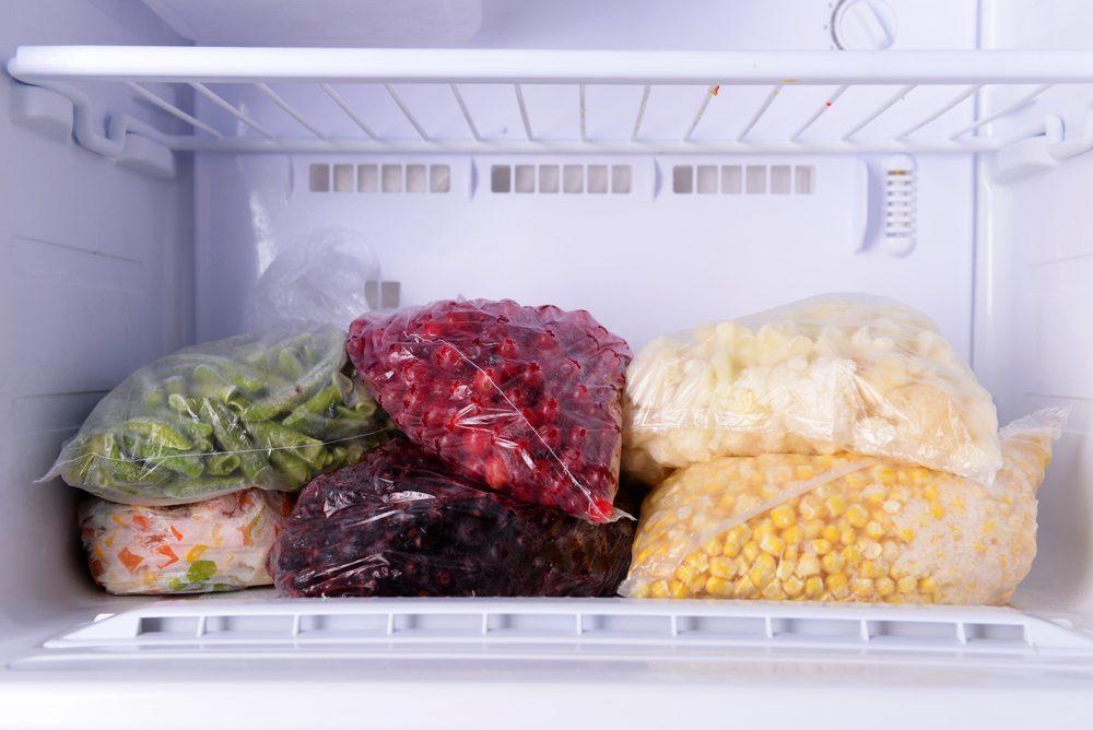 Congelez la nourriture pour économiser.