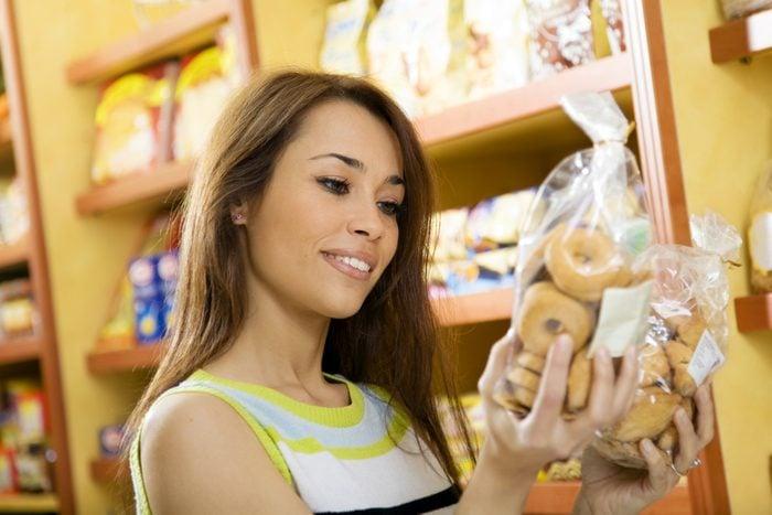 Comparez les prix à l'épicerie pour économiser.