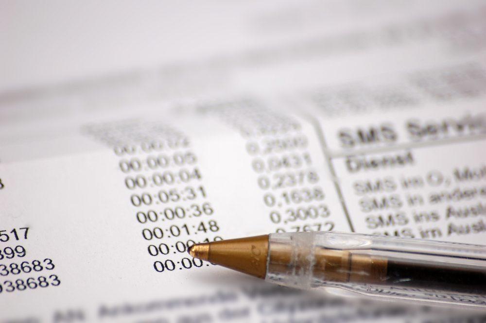 Économiser, les meilleurs trucs et astuces: réviser votre facture de téléphone et mobile.
