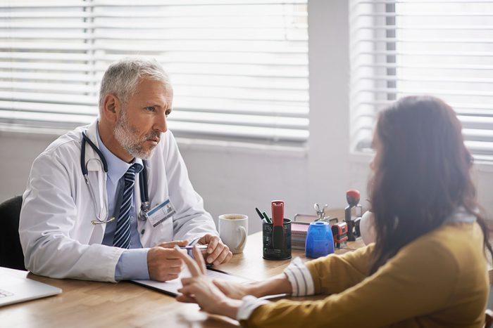 Cancer du cerveau: un diagnostic est terrifiant et les symptômes de la tumeur peuvent ressembler à des maux fréquents.