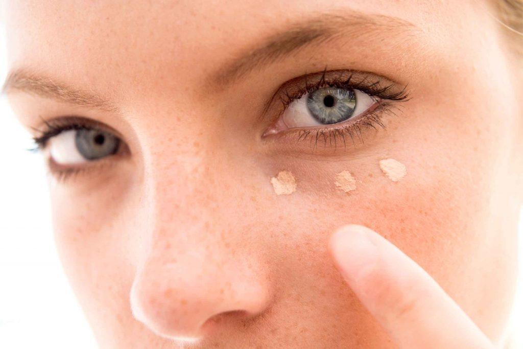 Truc maquillage: utilisez une éponge pour votre fond de teint plutôt que vos doigts.
