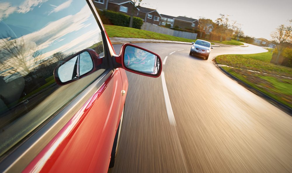 Si une voiture arrive face à vous, faites-lui des appels de phares et tenter de l'éviter.