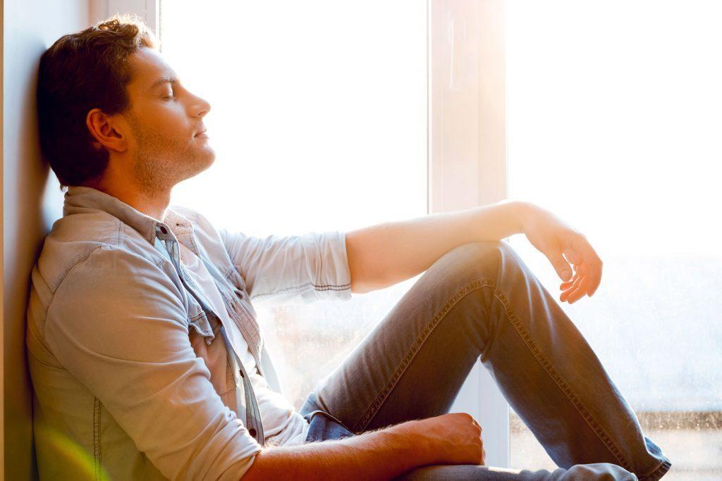 La thérapie cognitive comportementale peut aider les gens souffrant d'acouphène