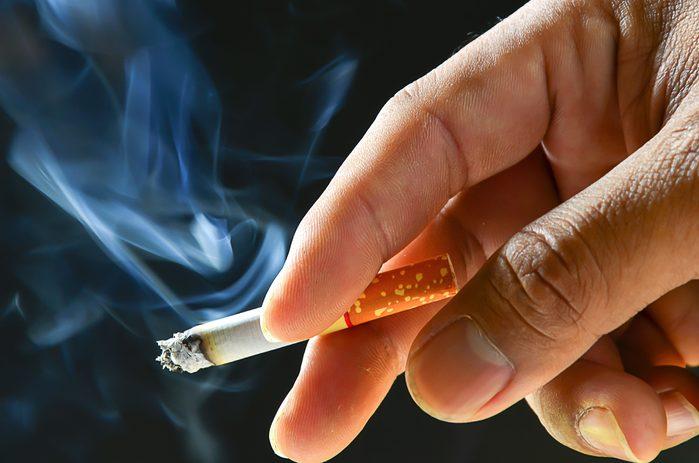 Niveau de stress trop élevé: fumer ou boire plus est un signe de stress.