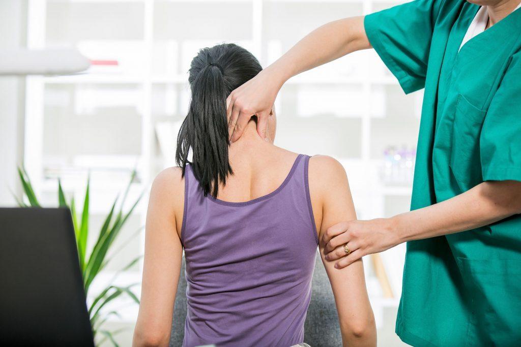 Les massages peuvent aider à vous détendre et contrôler vos acouphènes.