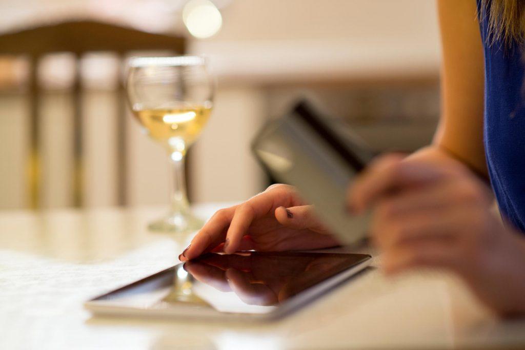 Établissez un registre de vos dépenses liées à l'alcool et utilisez l'argent épargné pour quelque chose que vous aimez vraiment.