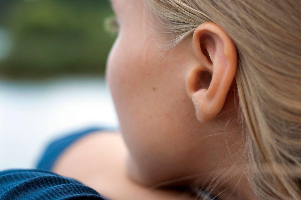 Le bruit banc peut détourner votre attention de vos acouphènes.