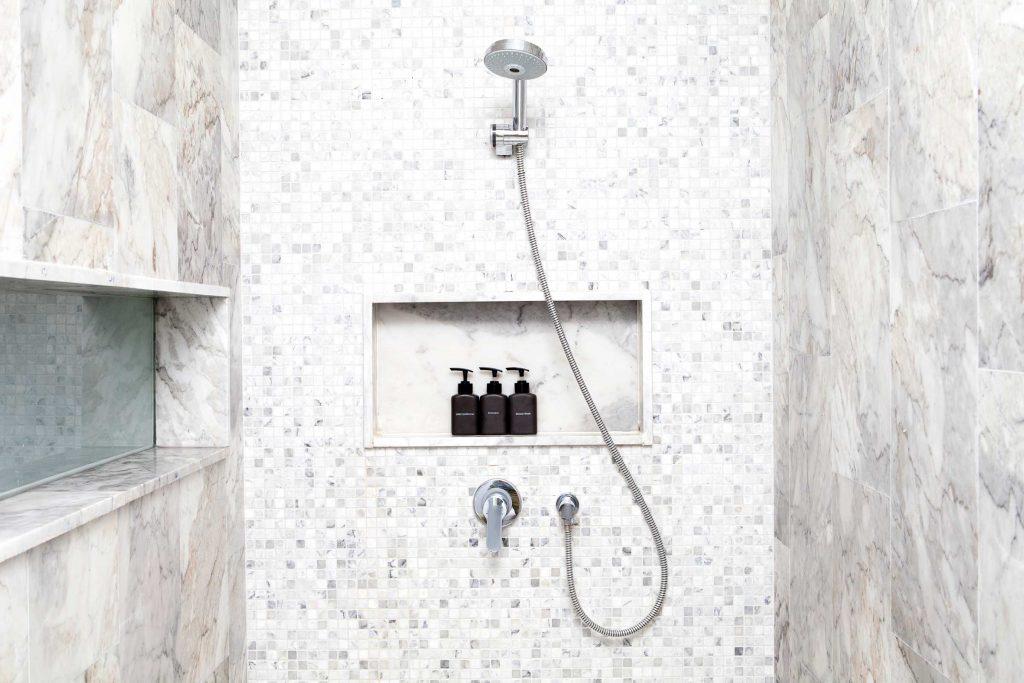 Le meilleur endroit pour régler un problème est sous la douche.
