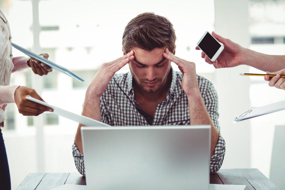 Niveau de stress trop élevé: avoir de la difficulté à prendre des décisions est signe de stress.