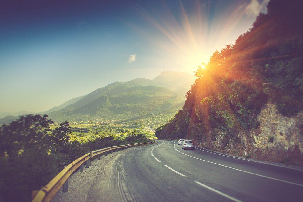 Si le soleil vous aveugle, tentez de minimiser votre réaction, ne peser pas sur les freins et garder votre trajectoire.
