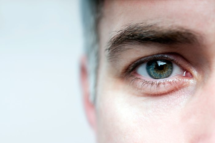 Une perte partielle de la vision peut être un symptômes d'une tumeur au cerveau.