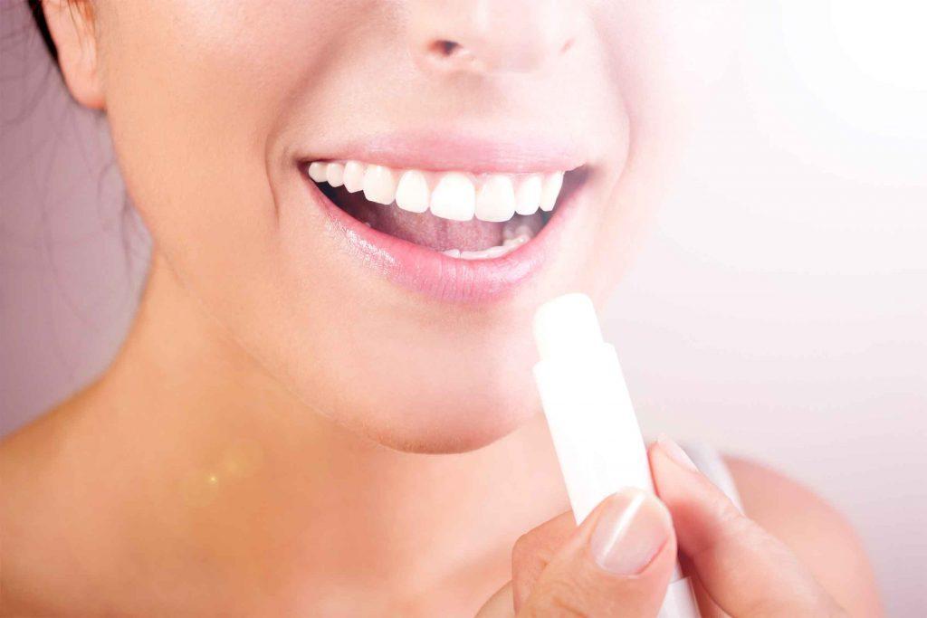 Exfoliez vos lèvres avant d'appliquer du rouge à lèvres.