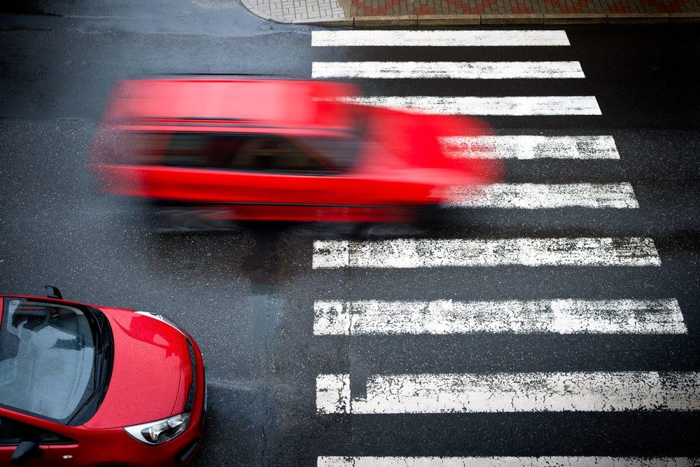 Si la voiture derrière vous vous colle et vous klaxonne, rangez-vous et laissez-la passer