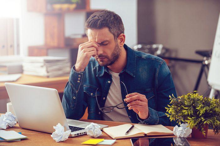 Niveau de stress trop élevé: de la difficulté à se concentrer est un signe de stress.