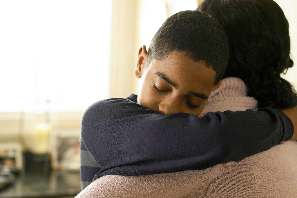 Les jeunes enfants pardonnent plus facile, ils n'ont pas besoin de recevoir d'excuses.
