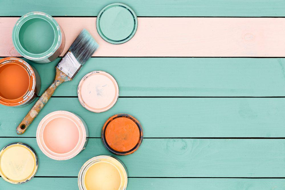 La vanille diluée dans la peinture adoucie l'odeur.