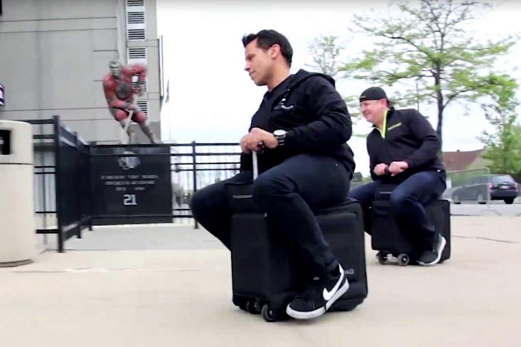 Une valise motorisée est pratique dans les voyages en avion.