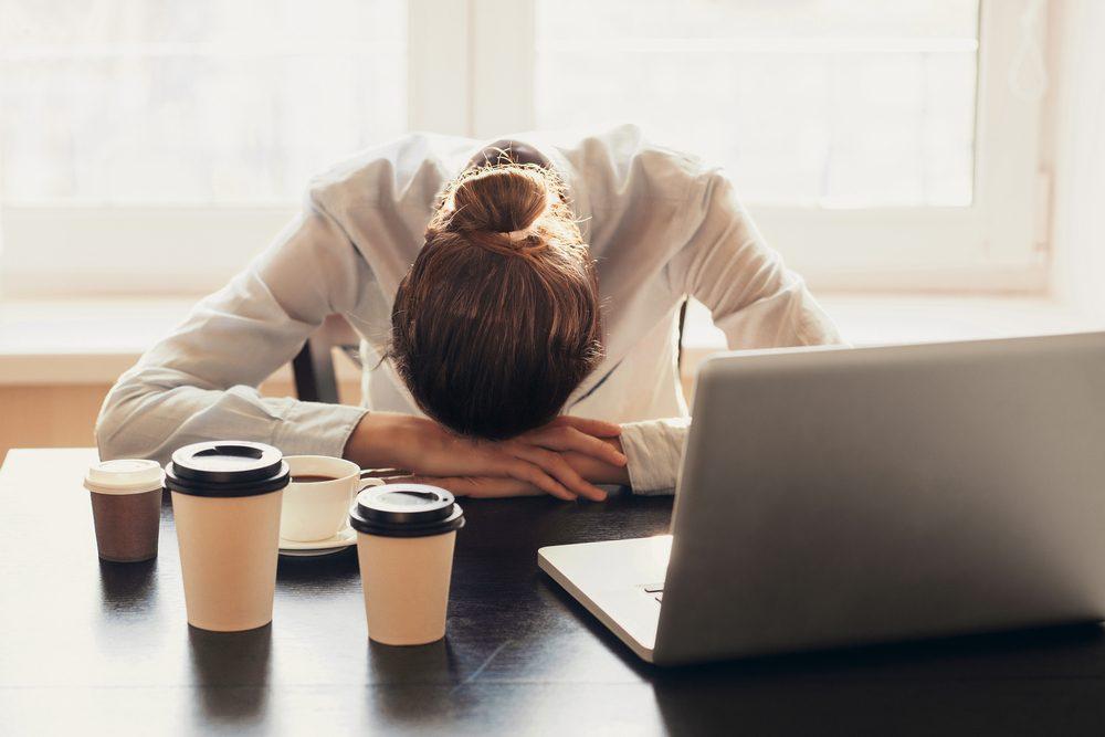 Niveau de stress trop élevé: de la fatigue chronique est un signe de stress.
