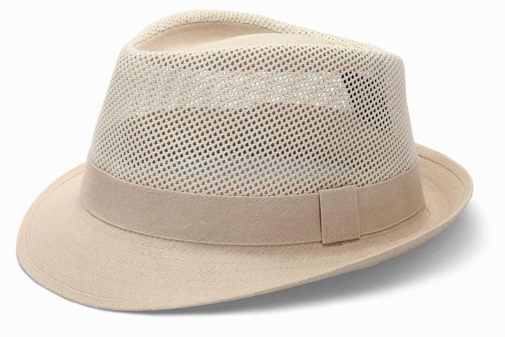 Le chapeau qui ventile est un accessoire pratique en voyage.