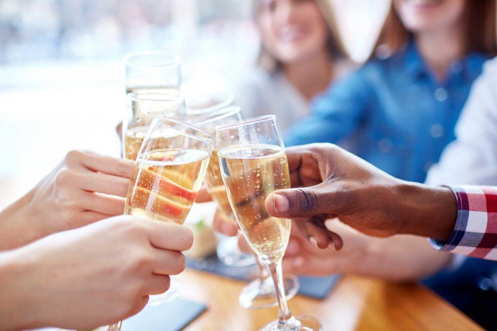 L'alcool peut faire monter le taux de cholestérol.