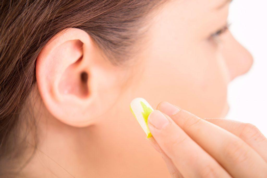 Il est important de porter des bouchons pour protéger vos oreilles.
