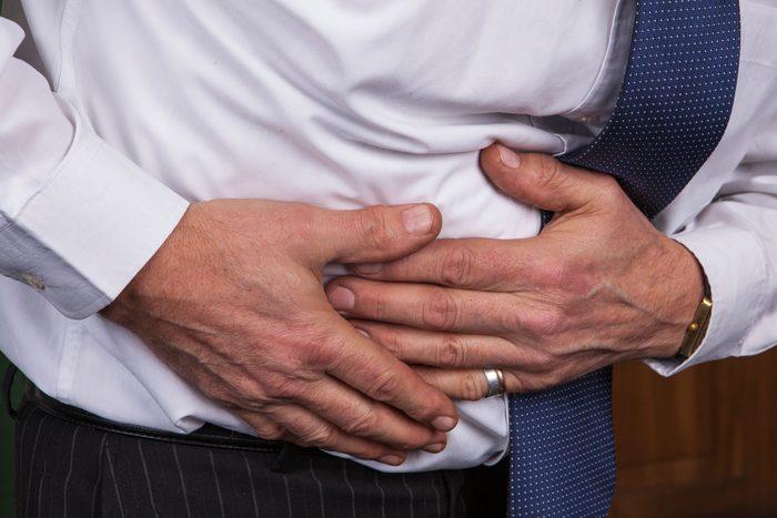 Des maux d'estomac peuvent indiquer un cancer des testicules.