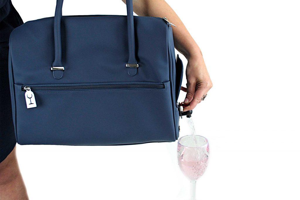 Le sac distributeur à vin est un accessoire pratique.