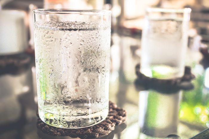 Aliments pour maigrir et favorisant la perte de poids: l'eau.