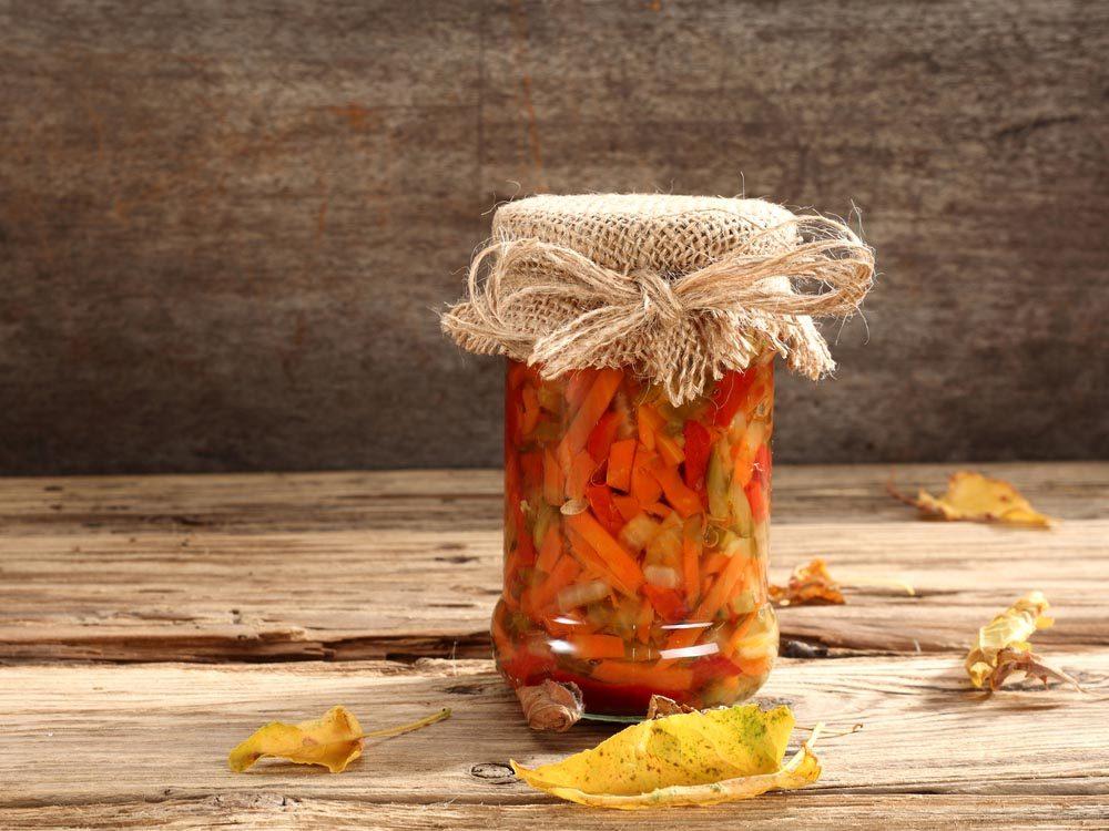 Aliments pour maigrir et favorisant la perte de poids: légumes marinés.