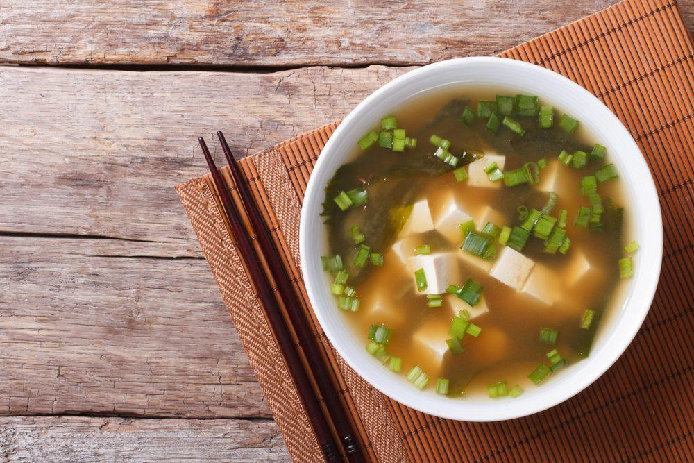 Aliments pour maigrir et favorisant la perte de poids: la soupe.