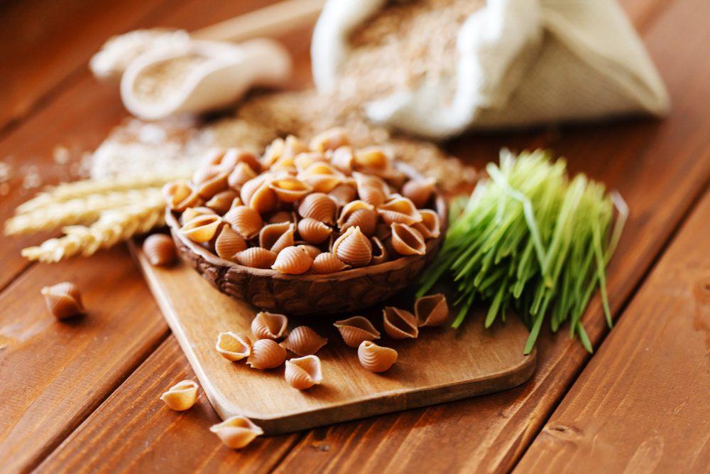 Aliments pour maigrir et favorisant la perte de poids: les aliments non raffinés.