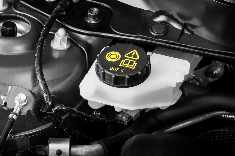 Lors de l'entretien de votre voiture, choisissez le bon liquide de frein