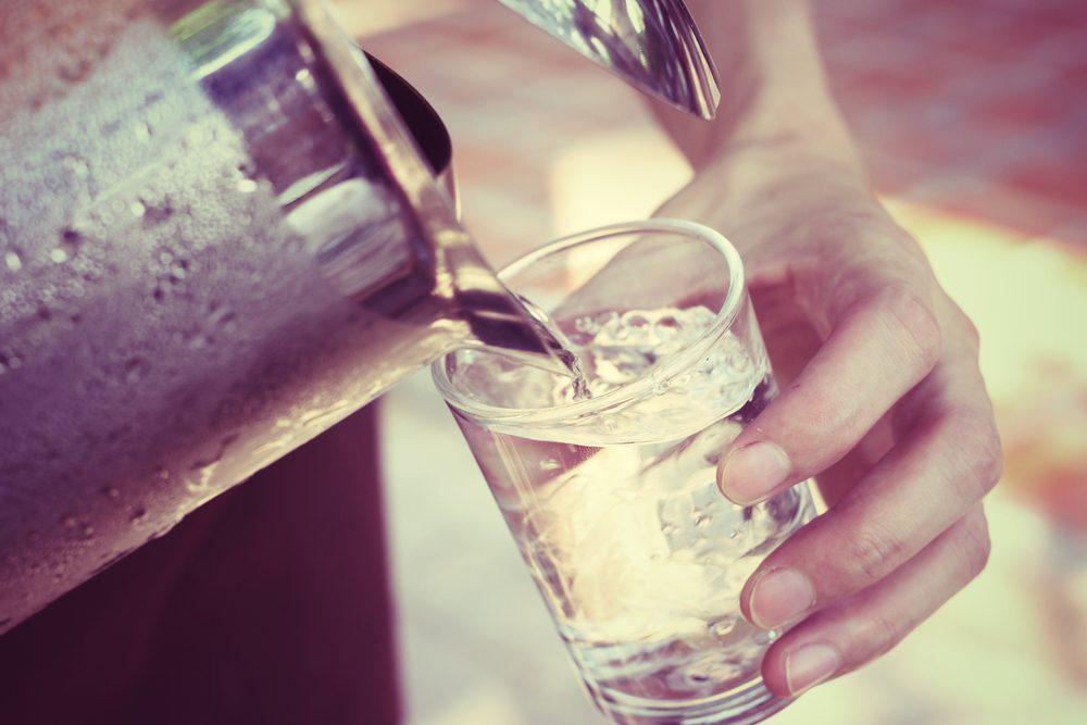 En période de fièvre, boire beaucoup d'eau