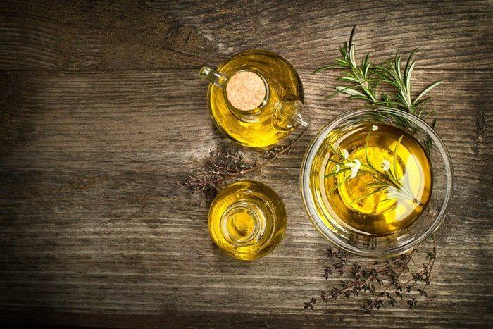 Aliment santé : huile d'olive pour le visage
