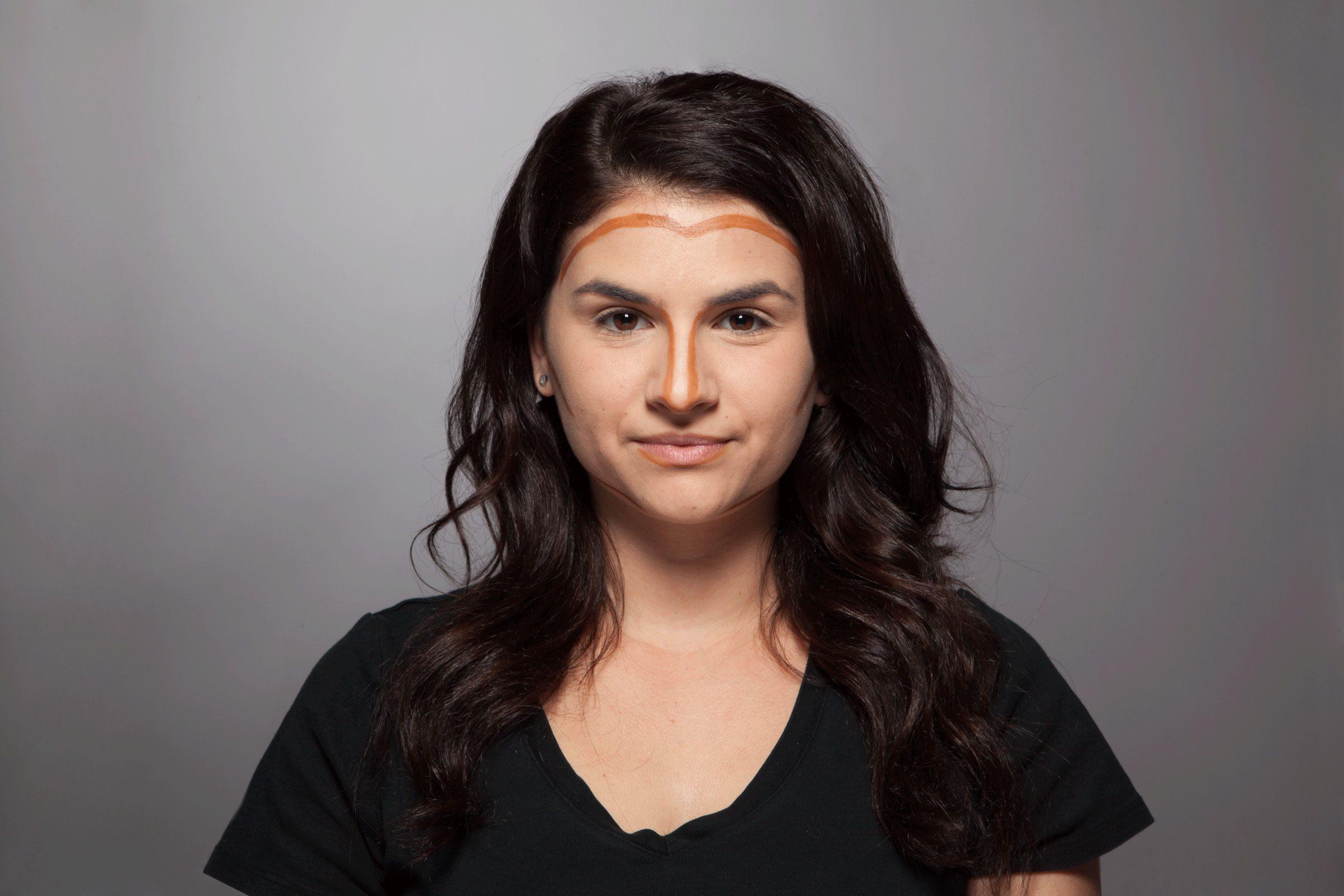 Trucs maquillage pour paraître plus mince: Utilisez un contour.