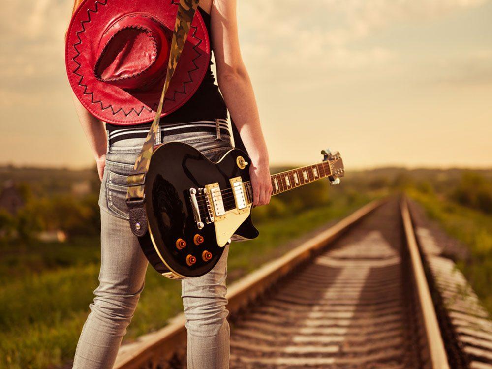 Les amateurs de musique country sont des travailleurs.