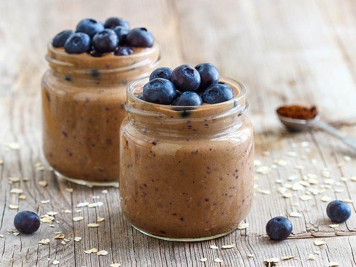Recettes de kale : essayez cette boisson avec bleuets et chocolat.