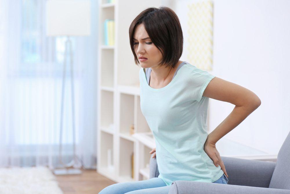 Un symptôme du cancer féminin: une douleur au dos ou dans la partie inférieure droite du tronc