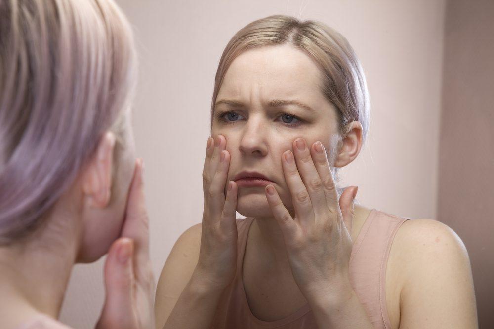 L'enflure du visage, un symptôme du cancer chez la femme