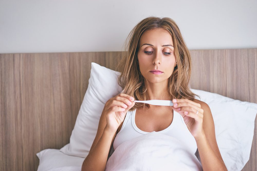 Un signe possible de cancer chez la femme: des fièvres ou infections fréquentes
