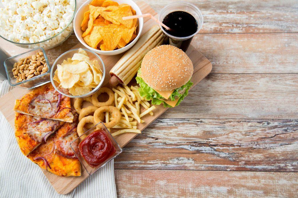 Évitez les aliments transformés pour un ventre plat.