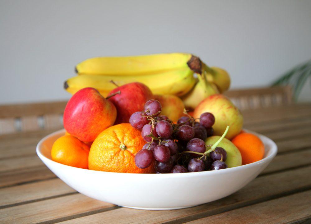 Secrets pour un ventre plat: mettez un bol à fruits sur la table.