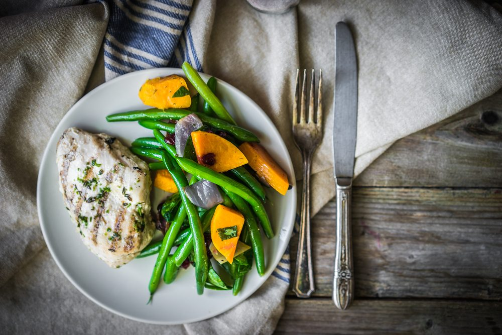 Secrets pour un ventre plat: des repas protéinés.