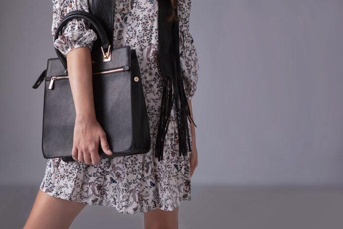 Un sac à poignées pour tous les jours est un essentiels.