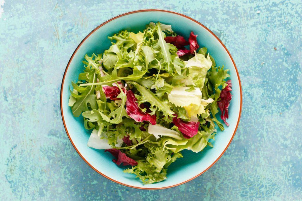 Soigner les migraines: une alimentation faible en gras est un remède efficace contre les migraines.