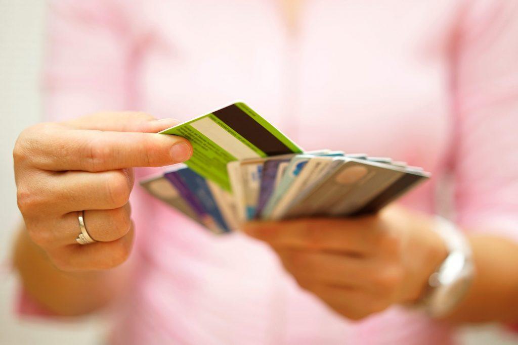 Les détaillants enregistrent vos informations et vos habitudes de dépenses avec les cartes fidélité.