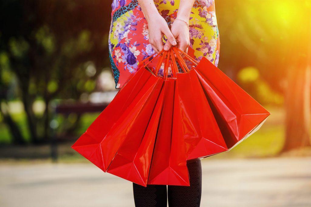 Les détaillants vous attirent avec des couleurs vives pour vous pousser à dépenser plus.